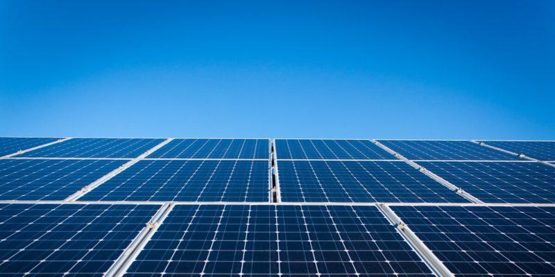 Bild på solceller som levererar energi till blockkedjan